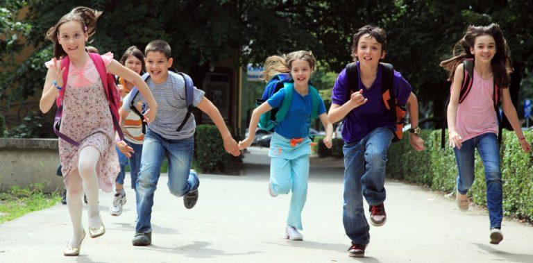Τάξη ή Ιδιαίτερα; Γιατί η κοινωνική μάθηση είναι καλύτερη για το παιδί;