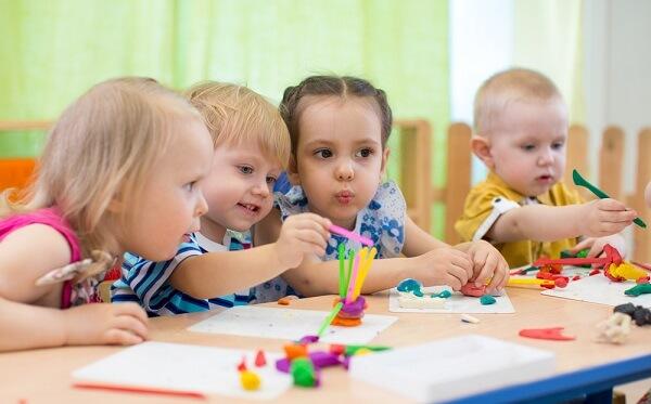 Τα παιδιά μαθαίνουν καλύτερα όταν μαθαίνουν με παρέα
